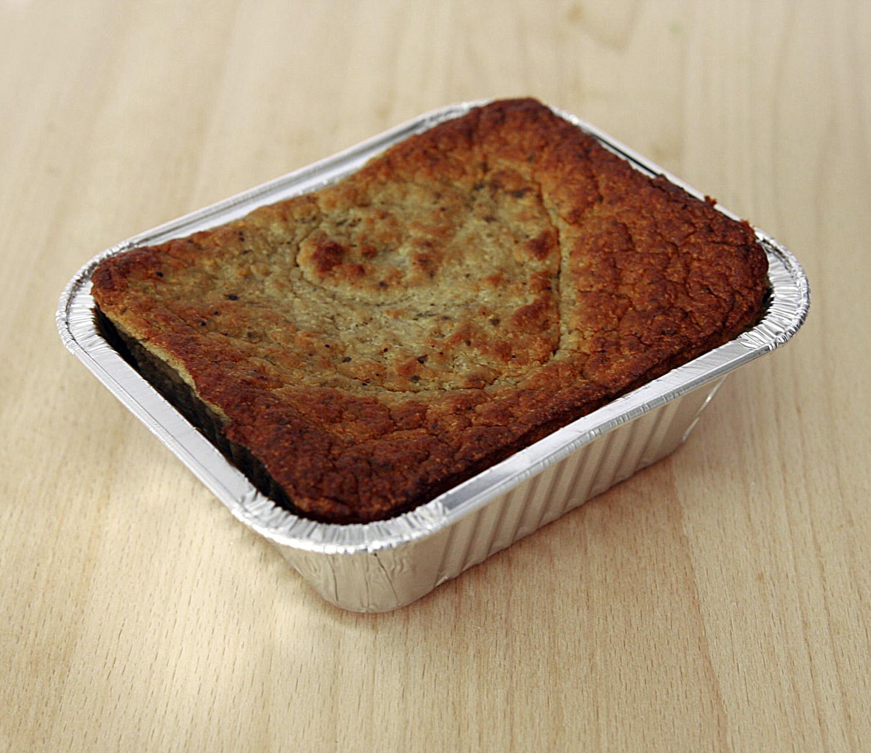 pasztet wieprzowy pieczony w foremcez mięsa wieprzowego z dodatkiem wątroby  /20%/, jajko, bułka tarta, naturalne przyprawy, bez konserwantów. Zawiera gluten.